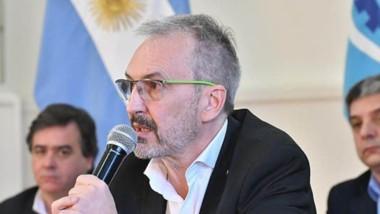 Puratich insistió ayer en que el uso del barbijo o tapa boca no es obligatorio para los chubutenses.