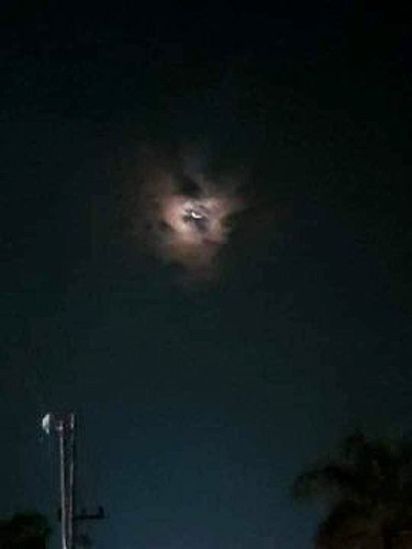 Algunos internautas aseguran ver la cara del famoso cuadro de Lucifer en la luna llena.
