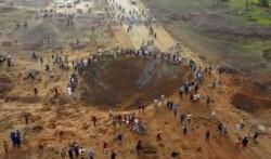 Un gigantesco cráter en la localidad de Akure, capital de estado de Ondo (Nigeria), generó la difusión entre varios usuarios en Twitter de una supuesta caída de meteorito.