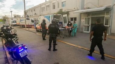 Juan Pablo Lucero llega malherido al hospital trelewense luego de ser atacado por Jonathan Williams.