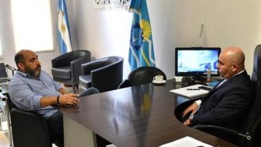 Diego Barquin, titular de Servicoop, en su reunión con el intendente portuario Gustavo Sastre.