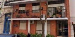 El frente del edificio donde vive la médica.