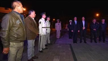El acto se realizó ayer en Casa de Gobierno a la medianoche. El gobernador Arcioni izó la bandera a media asta, a modo de homenaje.