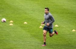 Marcos Acuña y el Sporting volvieron a los entrenamientos siguiendo las recomendaciones de la DGS: los jugadores llegaron equipados desde sus casas y respetaron distancia de 10 metros.