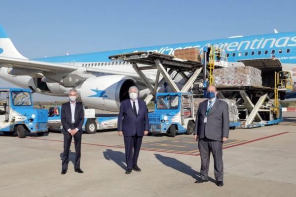 Los ministros meoni y González García, y el titular de Aerolíneas.