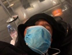 Tremendo la situación del satacruceño Gil. Desde el viernes durmiendo en el aeropuerto de Frankfurt.