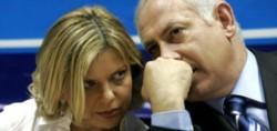 Benny y su señora esposa, también involucrada en los delicados casos.