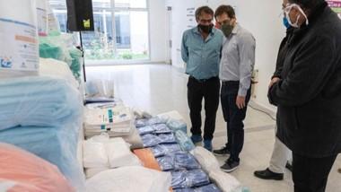 El equipamiento de insumos sanitarios que entregó el intendente de Comodoro Rivadavia para el personal de Salud provincial.