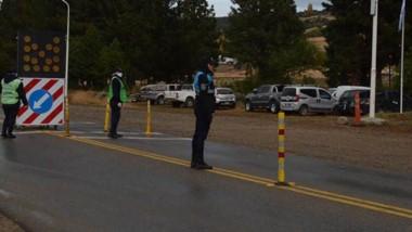 El puesto policial está localizado a pocos kilómetros de la salida de Esquel hacia Trevelin.