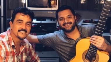 Caril Paura (izq.) junto a Jorge Rojas. El comodorense radicado en Miami le pondrá música a novela de Telefé.