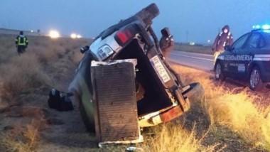 La camioneta Fiat Strada se despistó y volcó en inmediaciones del COSE.