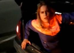 La joven de 24 años viajaba en el baúl del auto de su padre. La llevaba a repartir drogas.