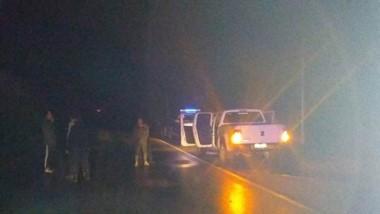 La camioneta VW Amarok fue secuestrada. El rodado había pasado a gran velocidad por el retén policial.