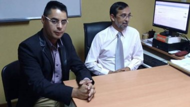El oficial Gabriel Castelnuovo y el fiscal de Rawson, Fernando Rivarola.