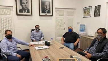 Juan Pablo Luque y sus colaboradores reunidos en el despacho municipal con el presidente del PJ provincial,
