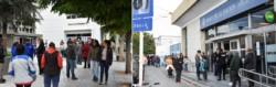 El banco del Chubut en Trelew y el Nación en Puerto Madryn, atestados de gente. (Fotos Daniel Feldman y Mariano Di Giusto / Jornada)