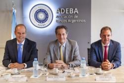 Javier Bolzico, presidente de ADEBA_ Miguel Pesce, presidente del BCRA_ Jorge Brito (h), vicepresidente de ADEBA, durante una reunión realizada en enero de este año.