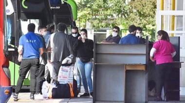 El regreso de los chubutenses arribando a la terminal de Trelew este sábado.