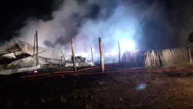 La cabaña ubicada en el Parque Nacional Los Alerces quedó reducida a cenizas tras ser afectada por el fuego