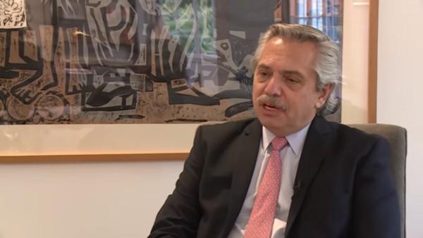 Fernández rechazó la idea de bajar sueldos de la política