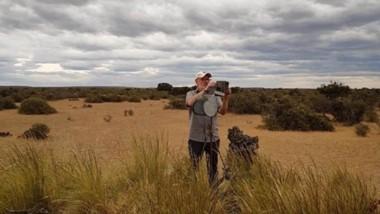 Ricardo Baldi estudia la diversidad y distribución de herbívoros y carnívoros silvestres en la Patagonia.