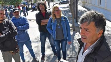 El sindicato advierte que dejaron en la calle a cientos de trabajadores.