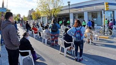 Los bancos Provincia y Nación  pusieron sillas para sus clientes.