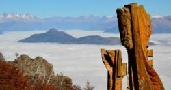 Para otro momento. En otoño, El Bolson ofrece una vista espectacular desde El Bosque Tallado.