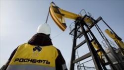 Operario y cigueña de Rosneft, la poderosa petrolera rusa que pulsea con los árabes (y Trump).