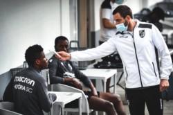 Tres jugadores del Vitoria Guimaraes dan positivo por coronavirus.