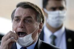 Ante la crisis en Brasil por el Covid-19, Bolsonaro busca a adversarios.