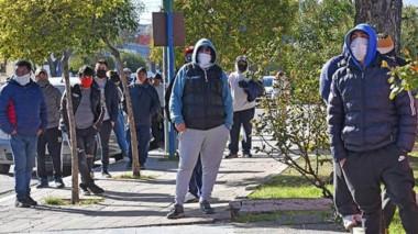 Protesta en el municipio. El intendente Damián Biss señaló que se viene asistiendo a cerca de 250 familias.