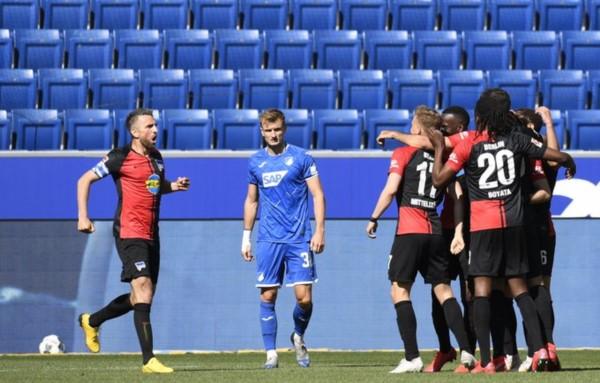 A los jugadores del Hertha se les olvidó el protocolo de celebración de goles.