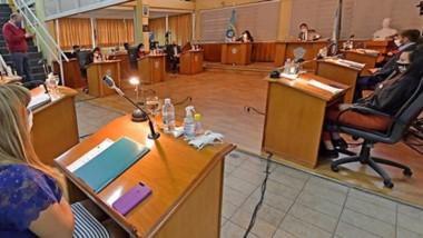 Distanciados. Los ediles durante una discusión que insumió cinco horas y que incluyó el debate de varios proyectos de ordenanza.