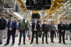 Imagen de archivo del Jefe de Estado durante una visita a una planta de VW en Alemania, durante su último viaje.