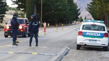 La Policía Provincial y personal sanitario, de áreas municipales participan de los operativos de control.