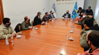 Mesa de crisis. Ante la incertidumbre sobre el futuro de Sedamil, el gobernador convocó a los gremios y al intendente Adrián Maderna.