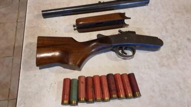 Una escopeta recortada con sus municiones fue secuestrada ayer.