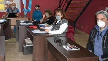 En sesión. Los concejales de Lago Puelo recibieron una nota con reclamos de parte de obreros municipales y brindaron respuesta.