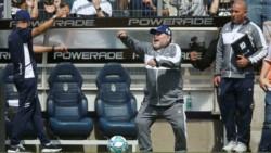 Gimnasia quiere que Maradona se quede largo tiempo como entrenador del primer equipo.