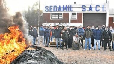 Los trabajadores continúan con la toma en el Parque Industrial a la espera de respuestas de la empresa.