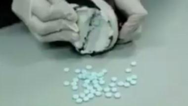 Las pastillas estaban escondidas en las suelas de las dos zapatillas.