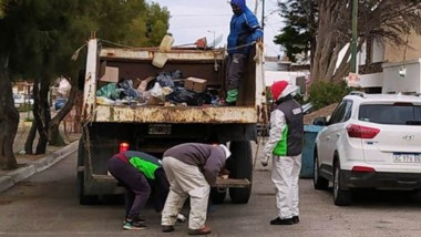 La recolección de residuos, otro de los servicios esenciales que no detienen su labor en la cuarentena.
