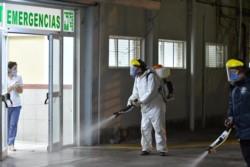Desinfección en el Hospital de Trelew / Foto: Gonzalo Lastra