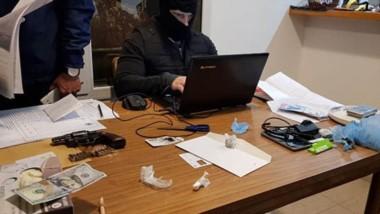 Efectivos policiales de la división Drogas peligrosas participaron del operativo  en Rawson y Playa Unión.