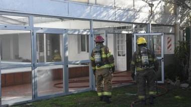 Los Bomberos voluntarios acudieron a un llamado de emergencia en la zona de sunas de un hotel céntrico.