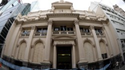 Los bancos deberán ofrecer una tasa mínima del 30% para los depósitos a plazo fijo. Por decisión del BCRA.