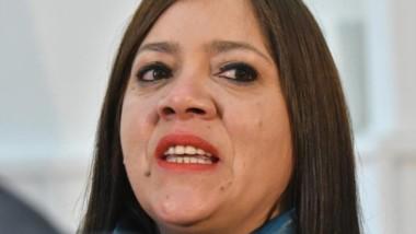 Florencia Perata, ministra de Educación de Chubut, continúa con el program de distribución de equipos.