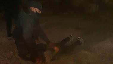 Atrapado. El violento joven quiso fugarse pero la Policía lo detuvo.