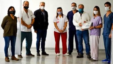 """Personal del Hospital Regional """"Manuel Sanguinetti"""" recibió ayer la donación de parte del Aeroclub."""